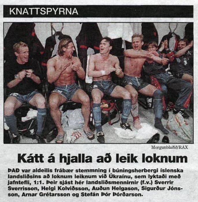 Núverandi aðstoðarlandsliðsþjálfari, Helgi Kolviðsson, tók þátt í leiknum í Úkraínu fyrir 17 árum. Morgunblaðið, 1. apríl 1999.
